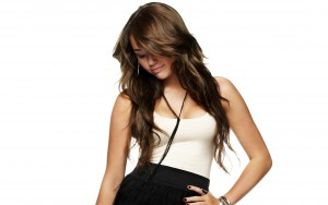 _Miley_Cyrus_with_beautiful_hairstyle_045699_
